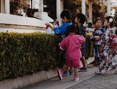 японские-школьники-отметили-выпускной-в-майнкрафте